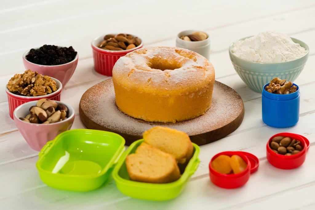 mix de frutas oleaginosas e secas e bolo de baunilha